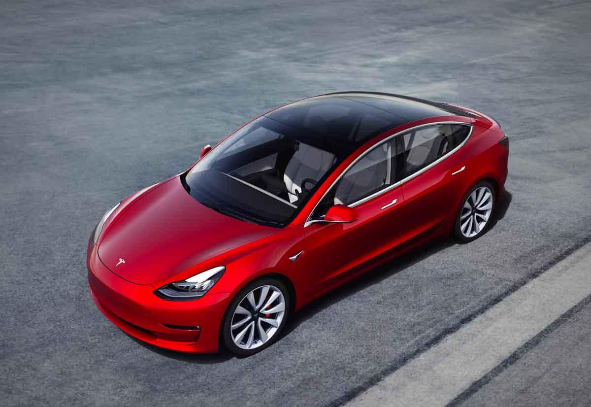 La Tesla Model 3 cinese parte da 42.600 euro
