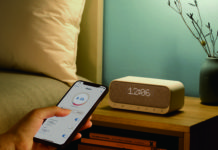 Soundcore Wakey, l'altoparlante 5-in-1 che fa anche da radio e caricatore wireless