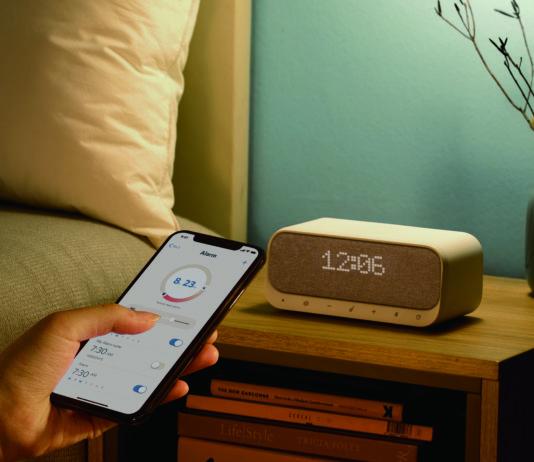 Soundcore Wakey, l'altoparlante 5-in-1 che fa anche da radio e caricatore wireless