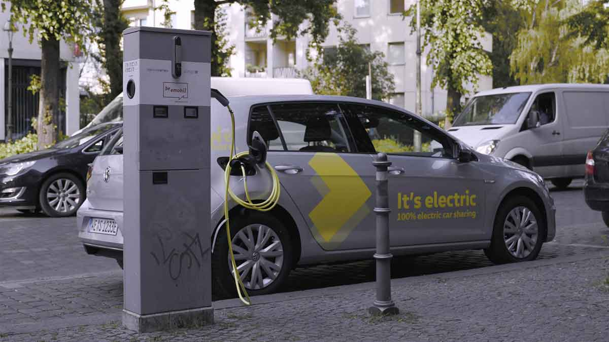 Volkswagen inaugura il car sharing elettrico WeShare a Berlino