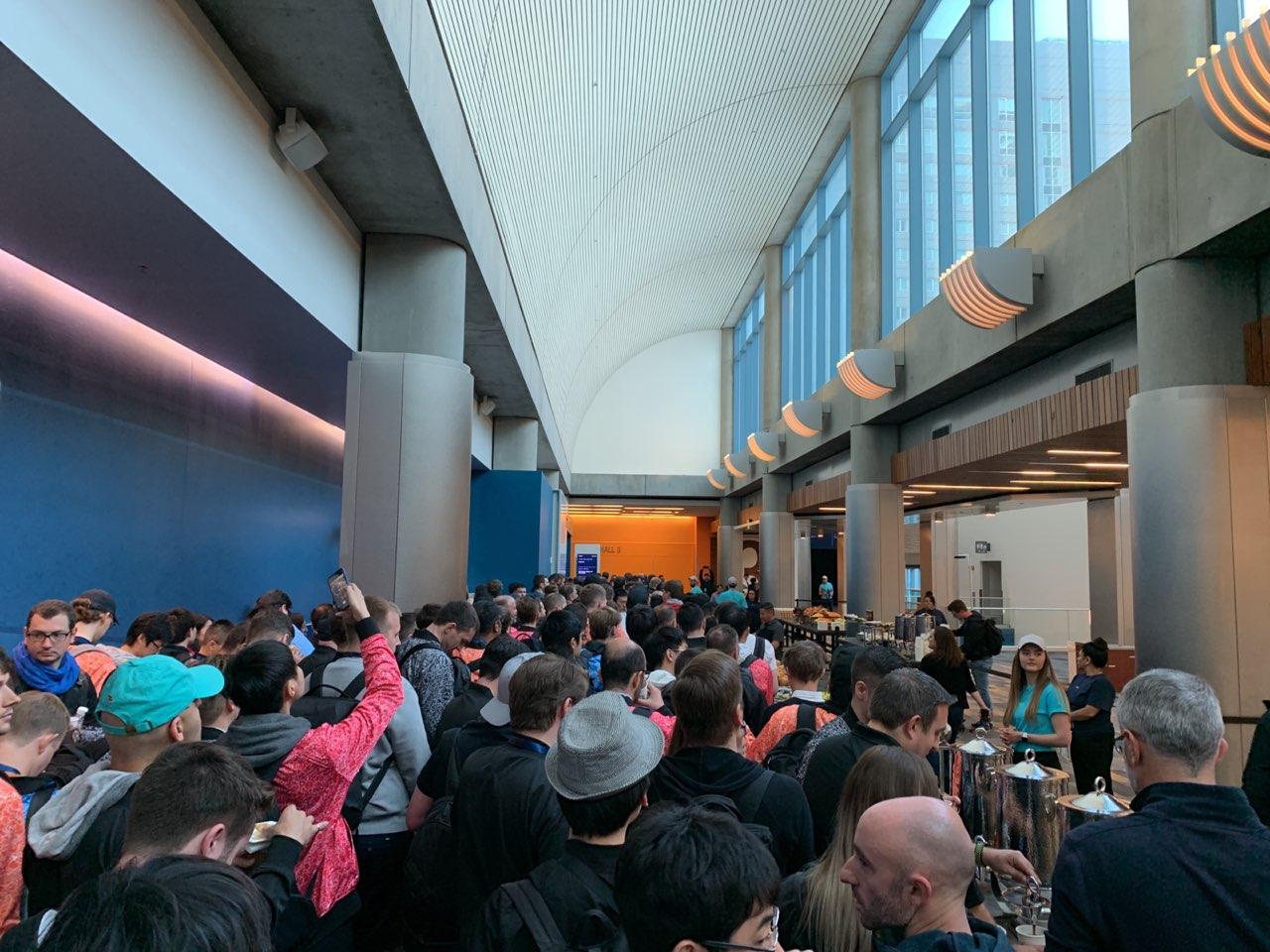 Tutti in fila alla WWDC 2019, foto e video da San Jose da uno sviluppatore italiano