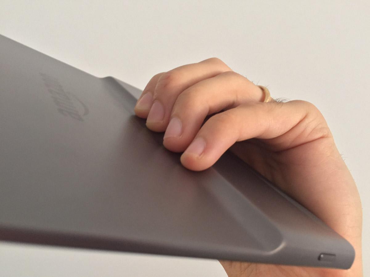 Recensione Kindle Oasis, il top di gamma degli e-reader Amazon ora è perfetto