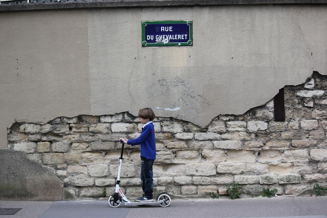 Monopattini elettrici e hoverboard, dal 27 luglio potranno circolare in strada a determinate condizioni
