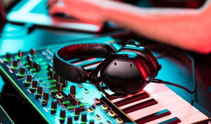 V-MODA presenta Crossfade M-100 Master, le cuffie professionali con isolamento acustico