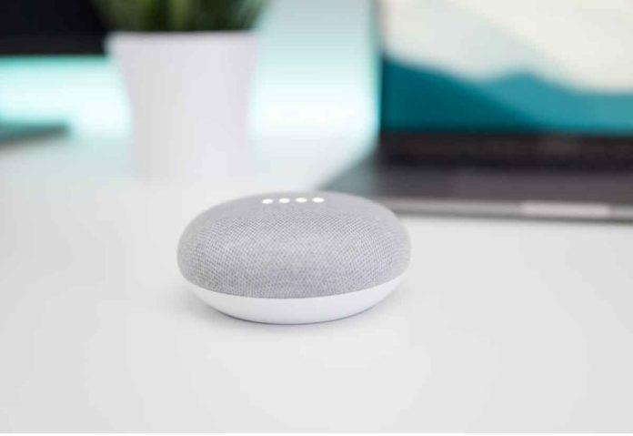 Google riferisce che persone in carne ed ossa ascoltano e trascrivono i comandi indicati a Google Assistant