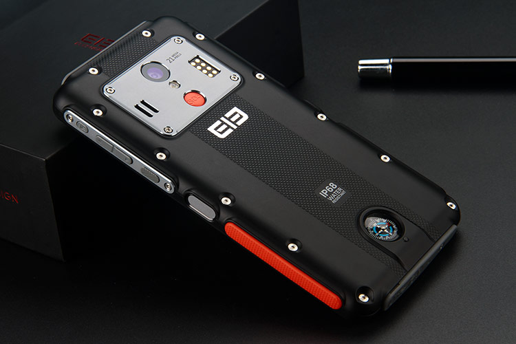 Elephone Soldier, il primo smartphone corazzato con schermo 2K