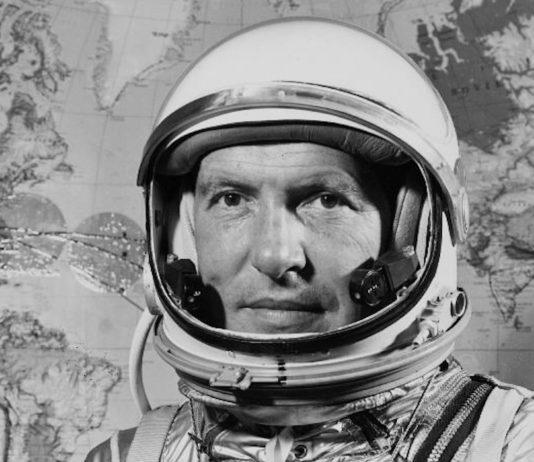 Il primo passo sulla luna fu descritto da Armstrong attraverso le cuffie Plantronics