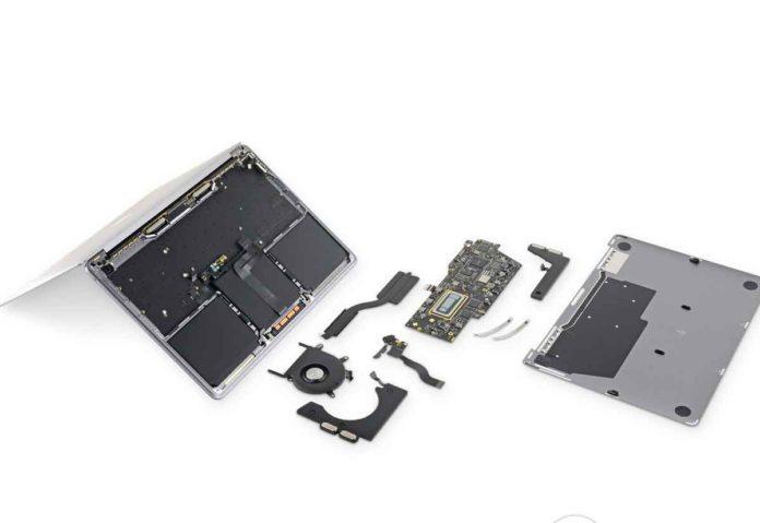 Lo smontaggio del nuovo MacBook Pro da 13″ rivela batteria più grande e unità SSD saldata