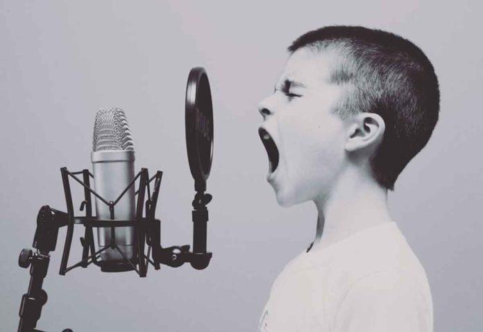 Il Lightning Engine di Nuance permette agli assistenti vocali di autenticare le persone dopo solo pochi secondi di conversazione