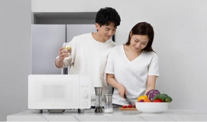 Xiaomi lancia il forno microonde smart che si controlla con Alexa e Google