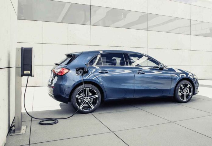 Mercedes-Benz, anche le compatte entrano nell'era nell'ibrido plug-in di terza generazion