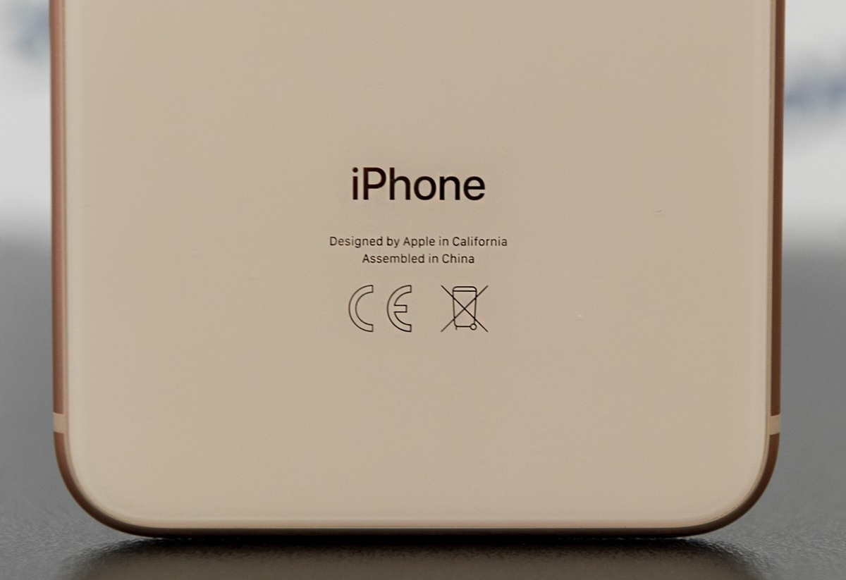 Negli iPhone 2019 sparirà il nome iPhone inciso sul retro
