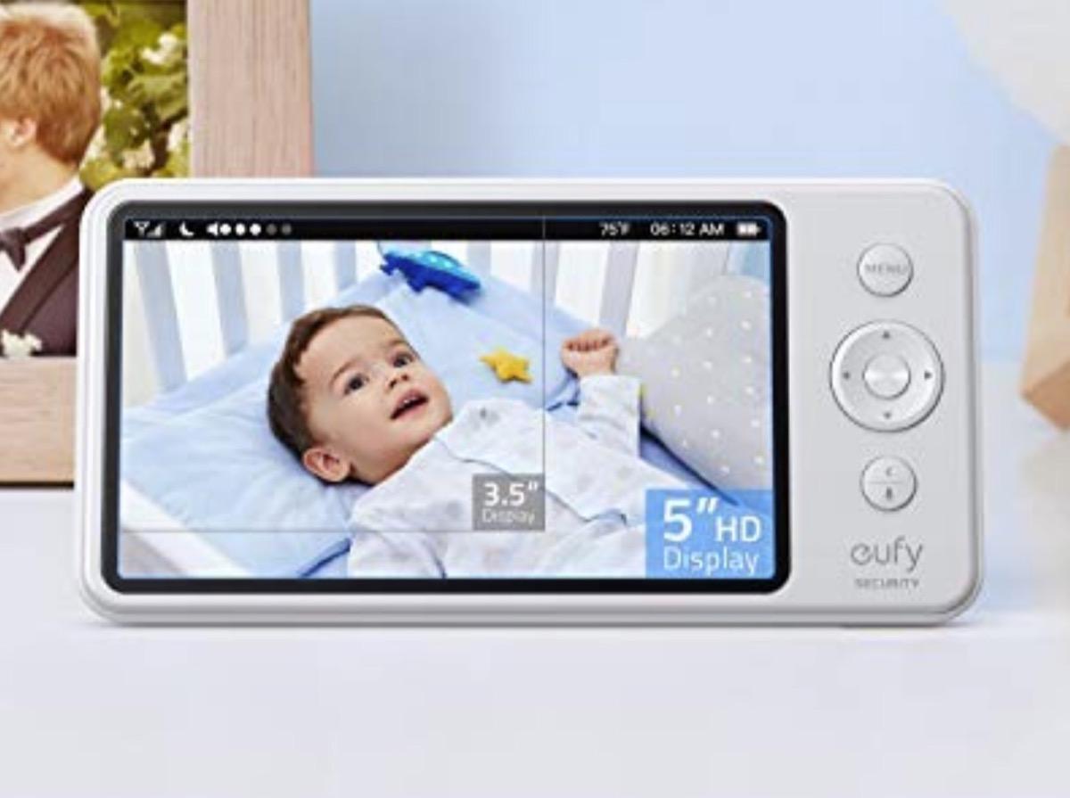 """Baby Monitor Eufy con schermo 5"""" e camera motorizzata a 139,99 euro"""