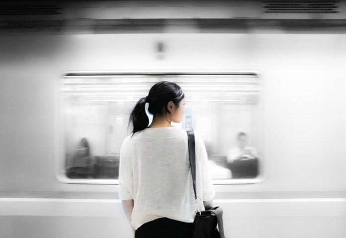 Si perdono AirPods a New York: in metropolitana annunci per i pendolari