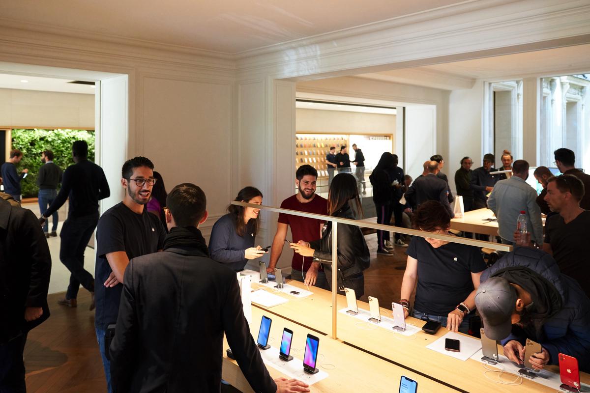 produzione iPhone 11, foto apple store di apple