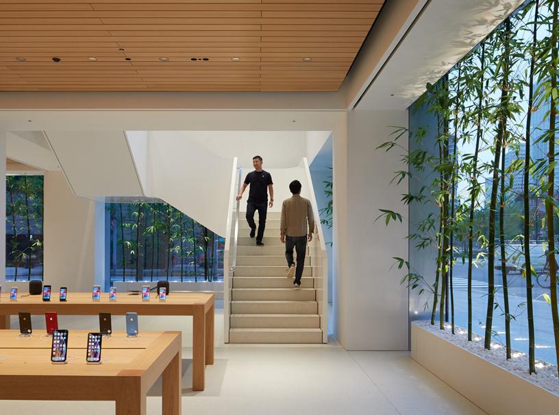Apple Marunouchi è il più grande Apple Store in Giappone.