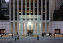 Riapre lo store Apple Fifth Avenue di New York
