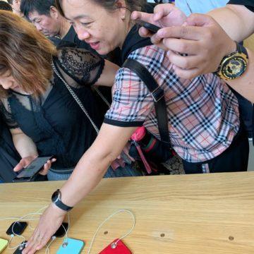 Febbre cinese per i nuovi iPhone 11:  la nostra galleria da Apple Store Pechino
