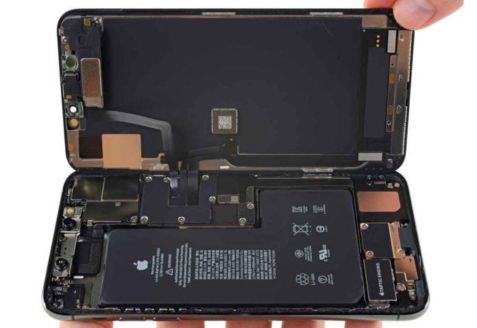 Nei nuovi iPhone un sistema che massimizza le performance tenendo conto dell'invecchiamento delle batterie