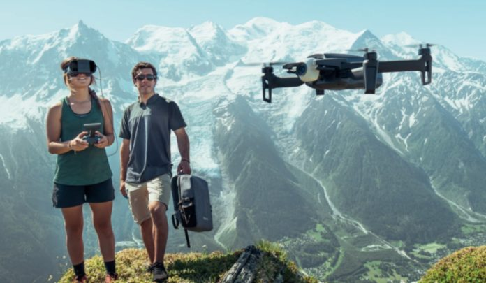 Parrot Anafi è il nuovo drone con casco per una guida in prima persona
