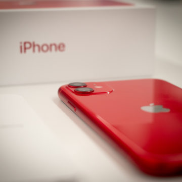 Unboxing e maxi confronto di iPhone 11 [Red], iPhone 11 Pro e Max italiani