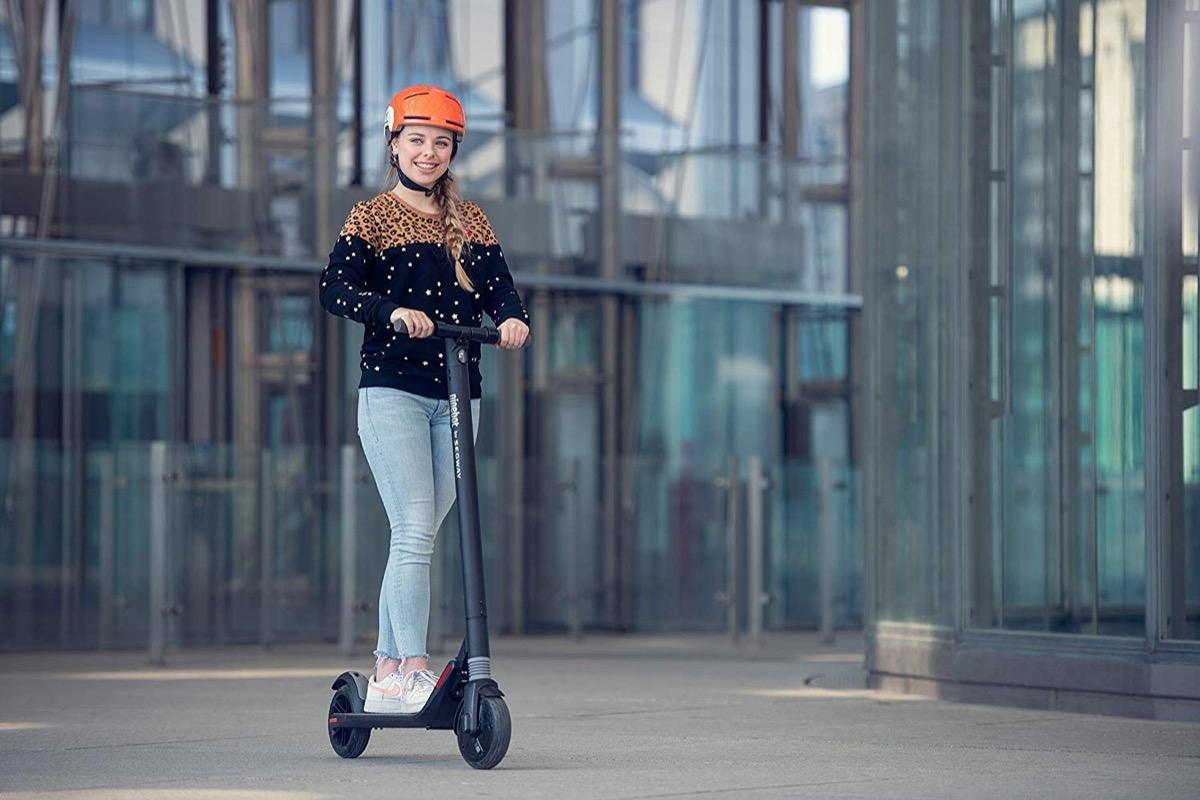 Segway ES1, il monopattino elettrico per la mobilità urbana a soli 284 euro