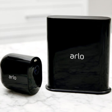 Arlo Pro 3 è la terza generazione di telecamere smart full HD di Arlo con sirena e faretto