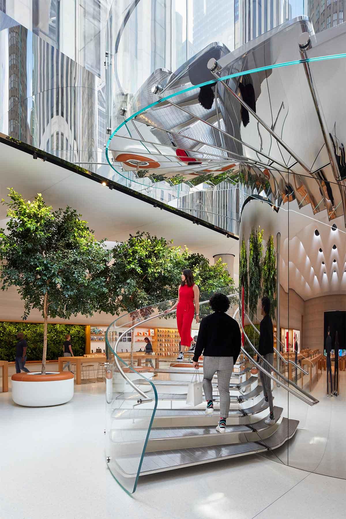 Riaperto lo store Apple Fifth Avenue di New York