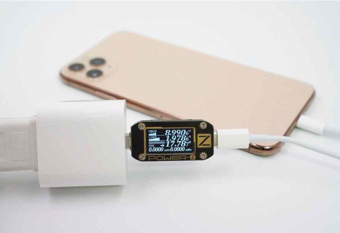 La ricarica rapida di iPhone 11 Pro Max con vari alimentatori
