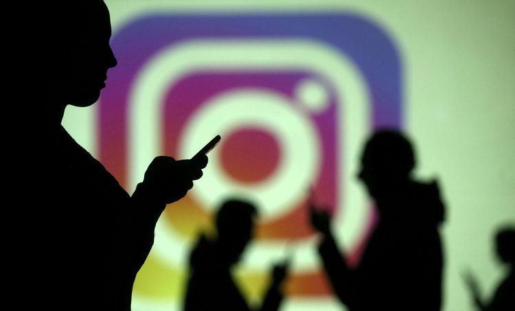 Instagram vieta disegni e meme legati all'autolesionismo