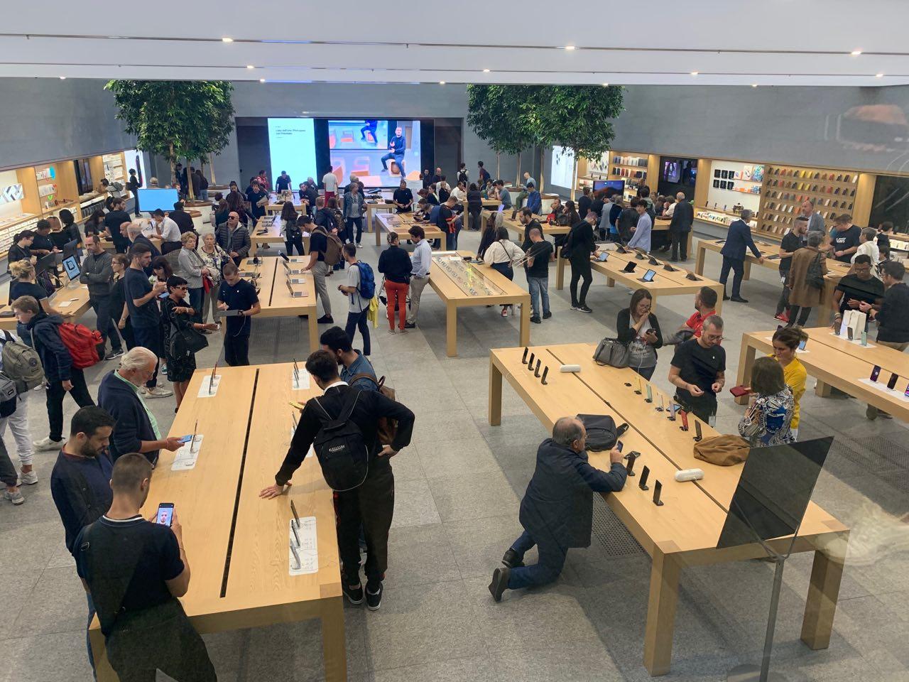 risultati apple q4 2019 - foto apple store liberty milano