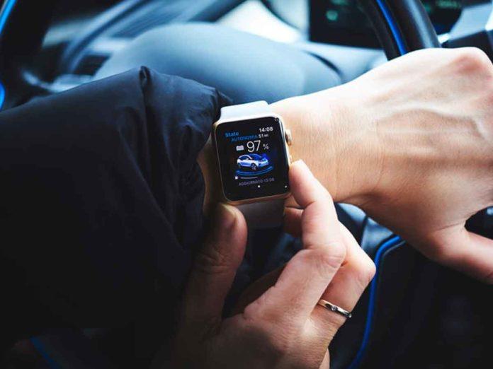 Apple Watch per monitorare i guidatori stanchi e distratti