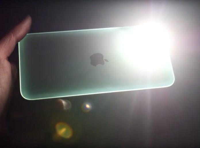iPhone 11 brilla al buio