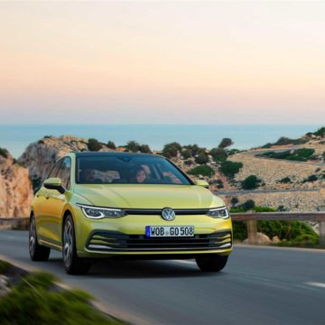 """La nuova Golf è """"smart"""", connessa ed elettrificata"""