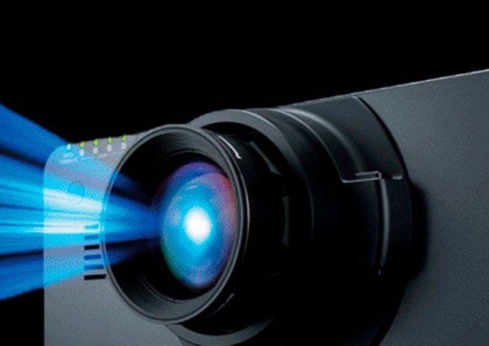 Panasonic PT-RQ50K, il proiettore laser 4K da 50.000 lumen