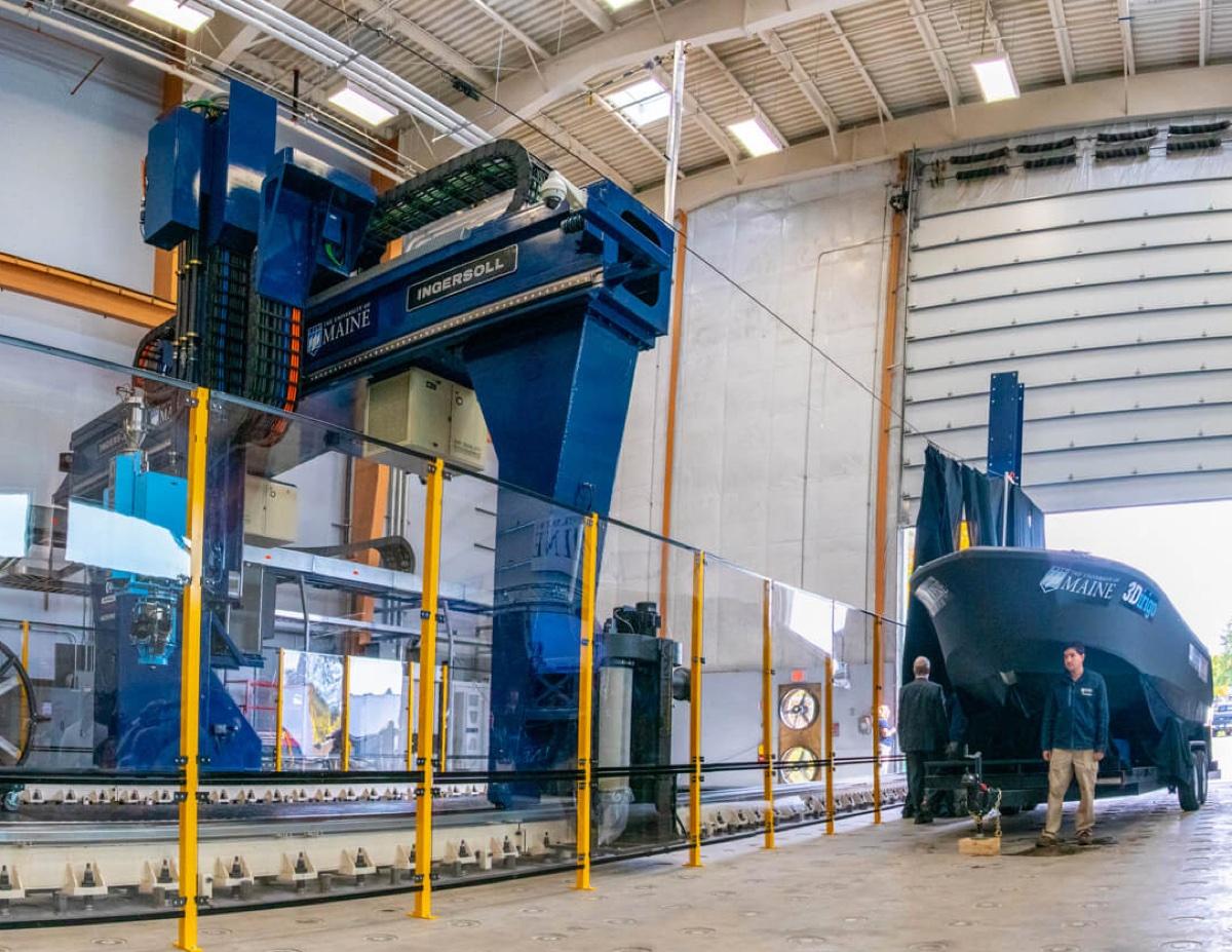 La più grande stampante 3D al mondo ha stampato una barca