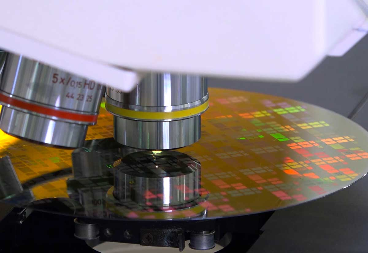 I semiconduttori al carburo di silicio aumentano l'efficienza delle auto elettriche