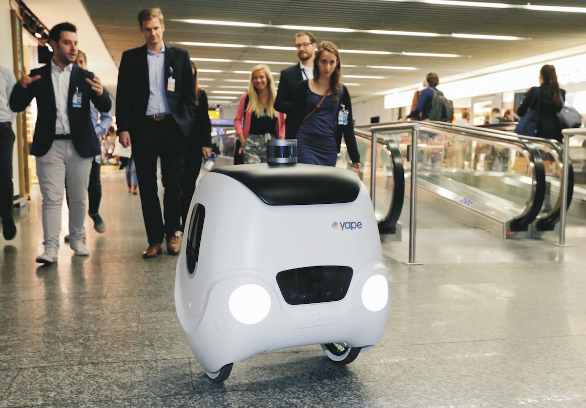 All'aeroporto di Francoforte arrivano i robot: accompagnano i passeggeri al gate