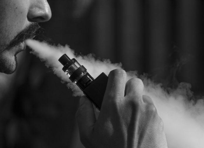 Sigaretta elettronica, studio mostra che aumenta il rischio di malattie respiratorie
