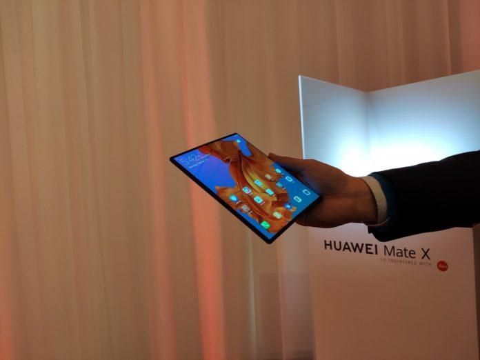 Lo smartphone pieghevole Huawei Mate X è in vendita in Cina