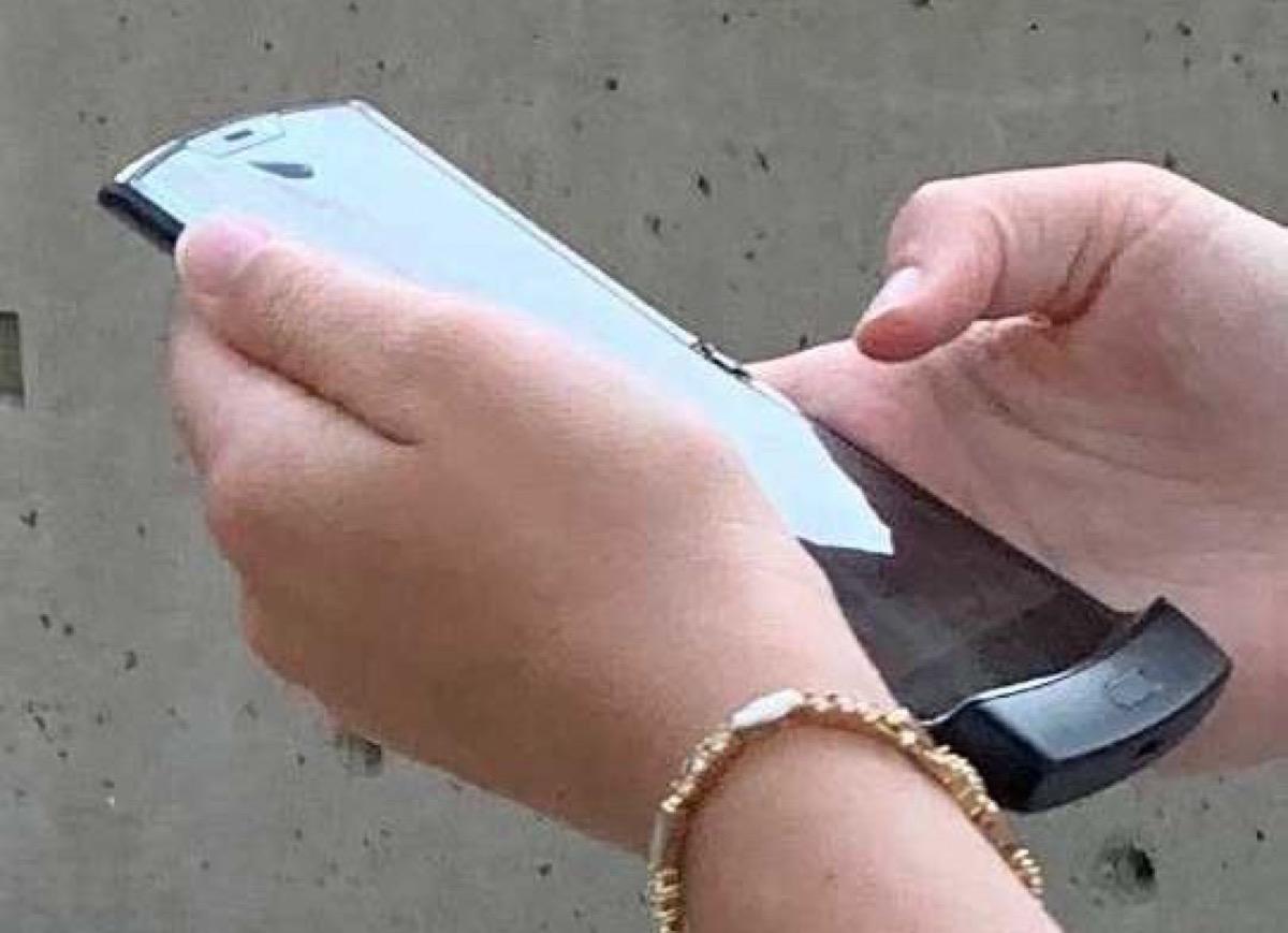 Avvistato RAZR, lo smartphone a conchiglia di Motorola in arrivo entro dicembre [Foto]