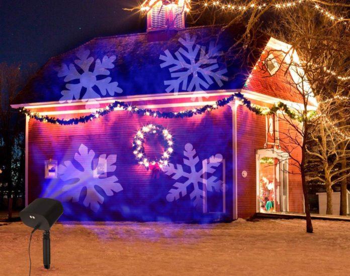 Proiettore di Natale: decorate la facciata della casa con soli 17,99 euro