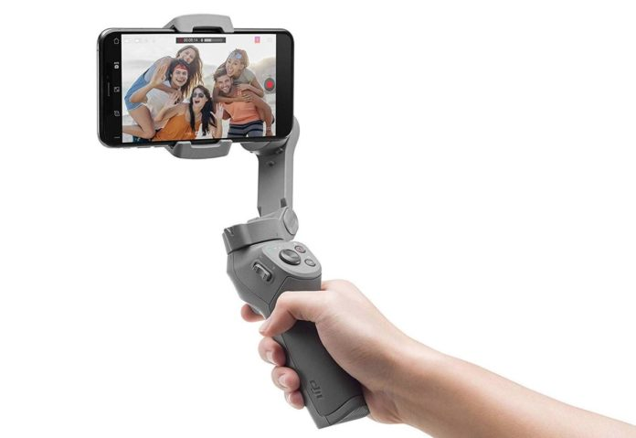 Gimbal DJI Osmo Mobile 3 on cavalletto, sconto Amazon: 123 euro