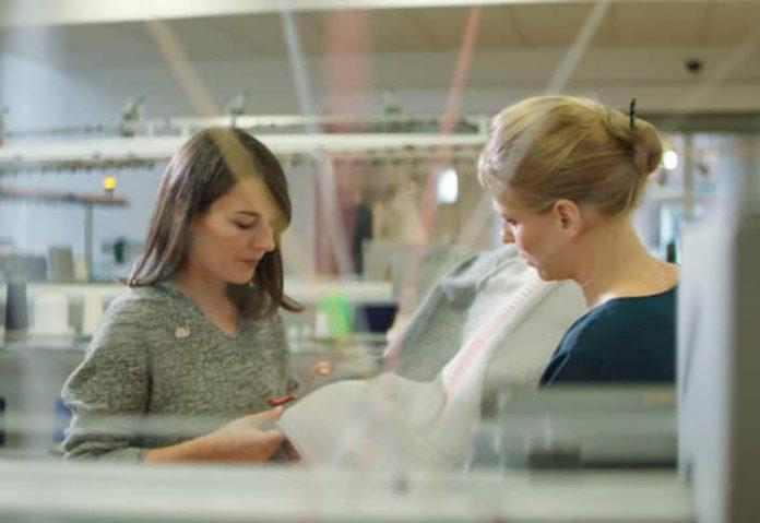Ford, i rivestimenti rimovibili cuciti a maglia 3D utili anche per ricaricare lo smartphone