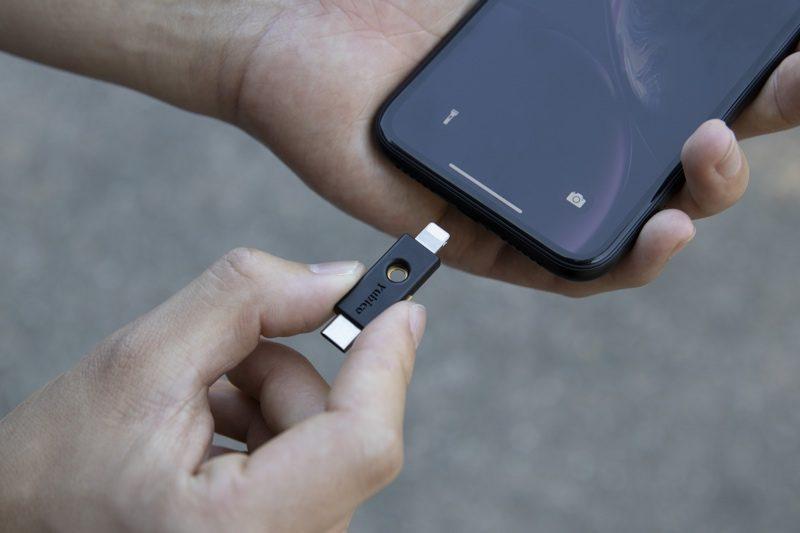 Safari in iOS 13.3 supporta le chiavette FIDO2 tipo NFC, USB e Lightning