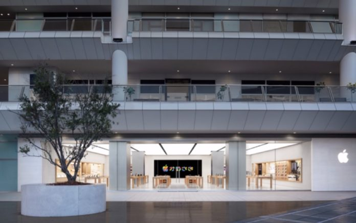 Mega fila per Apple Store Kawasaki, per vederla tutta serve un video accelerato