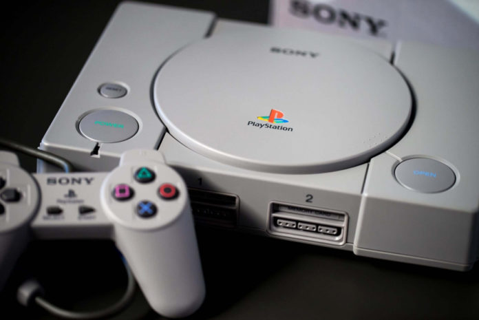 25 anni dopo, ecco cosa c'era dentro la prima Playstation