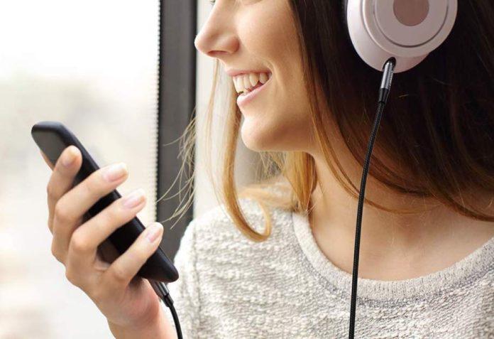 Cavo audio Lightning, mette il jack da 3.5mm su iPhone e iPad: sconto a 14,99 euro