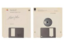 Il Floppy firmato da Jobs venduto all'asta al 1000% del prezzo iniziale