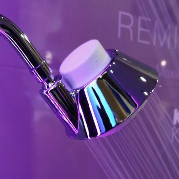 Al CES 2020 Kohler mette un altoparlante Alexa nella doccia